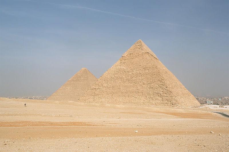 800px-Cairo,_Gizeh,_Pyramids_of_Kephren_and_Khufu,_Egypt,_Oct_2004